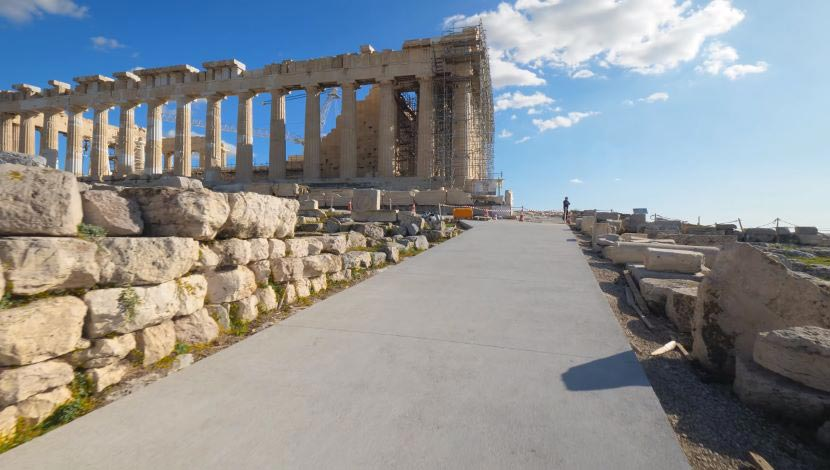 Le Monde - «Akropolis SOS»